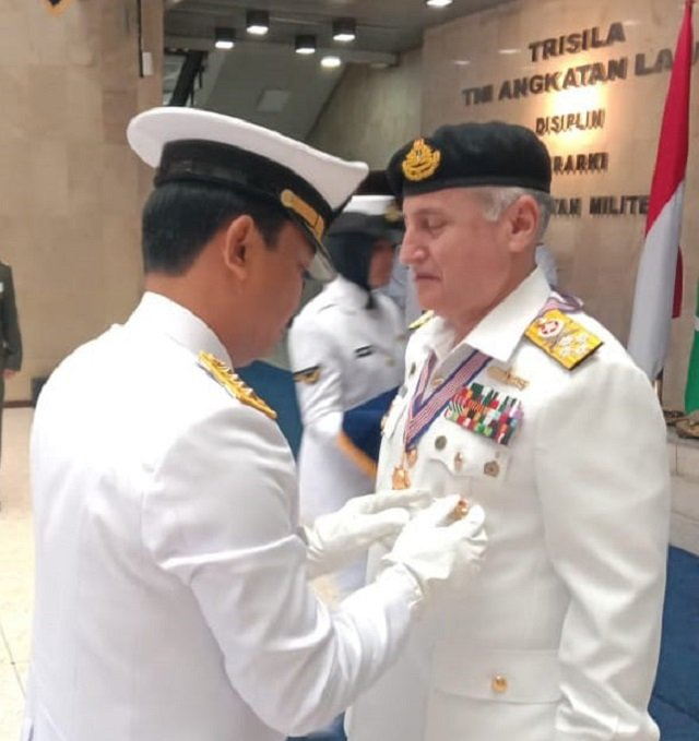 indonesia confers highest military award on admiral abbasi