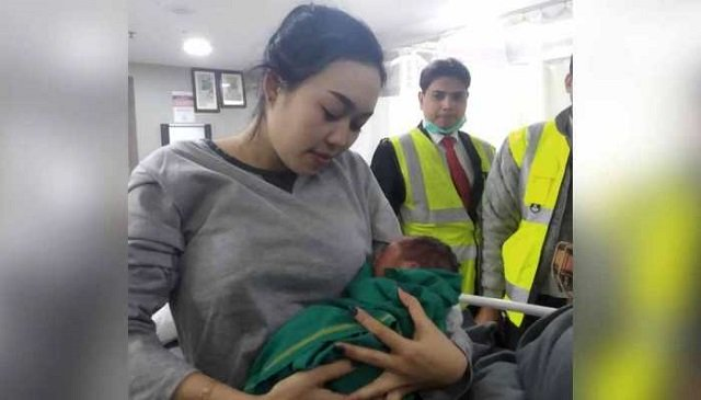 flight makes emergency landing after woman goes into labour
