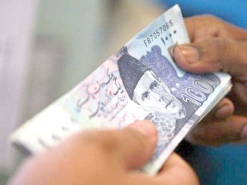 caa porter returned lost rs 130 000 to passenger