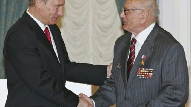 soviet spy hailed by russia for saving krakow dies at 103