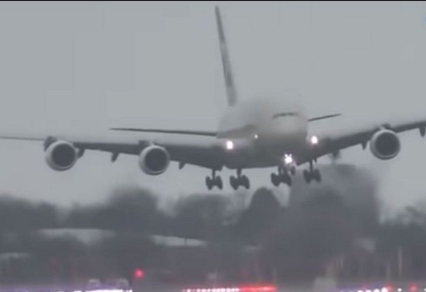 watch pilots tackle unseen forces of nature during landing at london airport