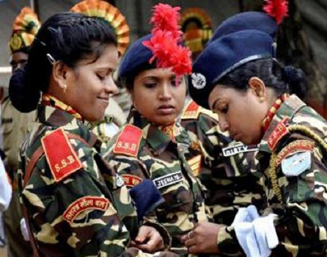 india s top court orders equal roles for women in army