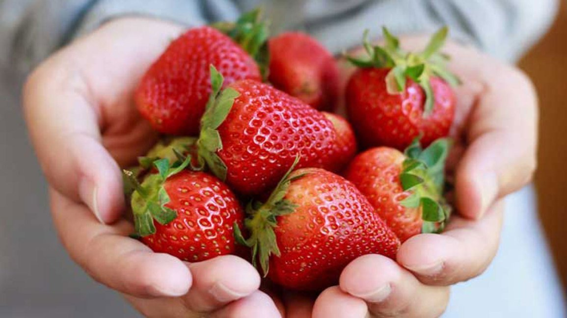 diy how to make strawberry masks for healthy skin