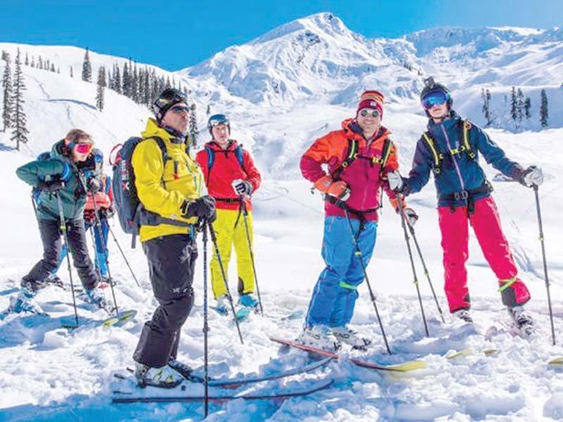 foreign dignitaries enjoy heli skiing in shogran