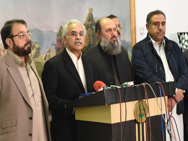 SAPM on National Health Services Dr Zafar Mirza along with Balochistan CM Jam Kamal and government officials adress news conference in Quetta. PHOTO: EXPRESS