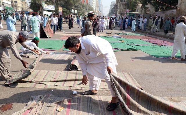 The protesters peacefully dispersed after federal law minister Zahid Hamid's resignation. PHOTO: ONLINE
