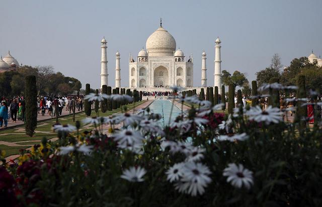 india closes taj mahal amid coronavirus fears