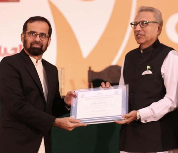 Dr Tahir Shamsi with President Dr Arif Alvi. PHOTO: EXPRESS