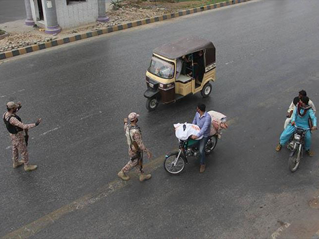 Security forces stop commuters amid lockdown in Karachi. PHOTO: ANADOLU AGENCY