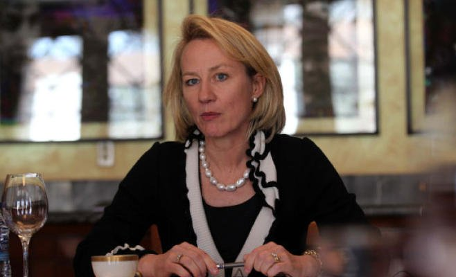 us supports pakistan s fight against covid 19 alice wells