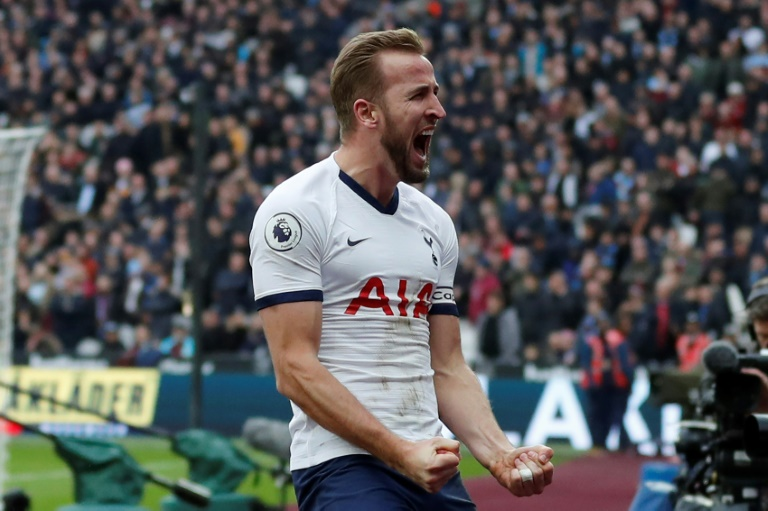 kane will be off if spurs don t win trophies warns shearer
