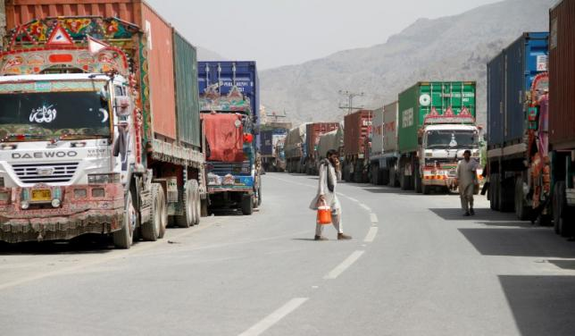 100s of trucks and truckers stranded at pak afghan borders amid virus threat