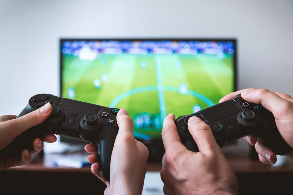 who is recommending video games as an effective way to stop the spread of covid 19