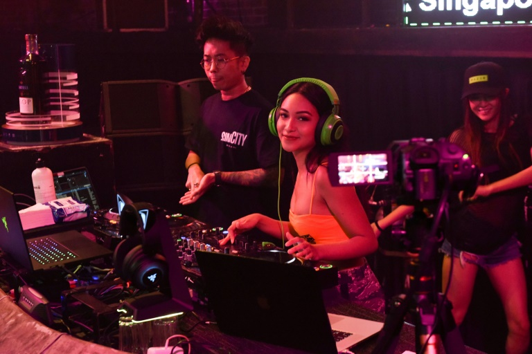 social dis dance clubbing goes online as virus shuts nightspots