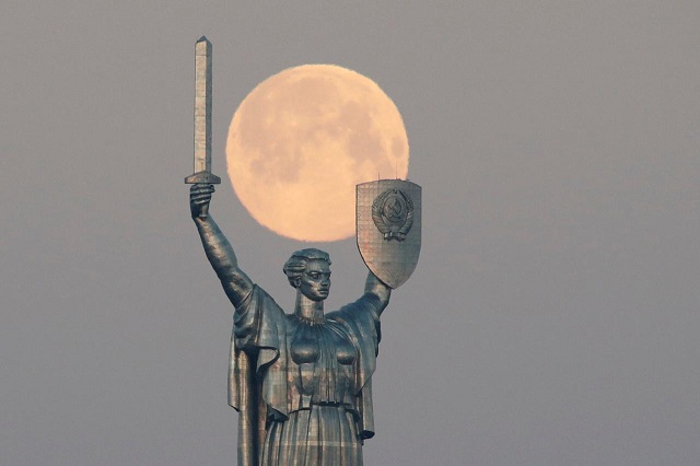 largest supermoon of 2020 rises on a world battling covid 19