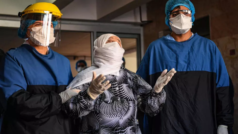 alye gunduz 039 s recovery from the covid 19 disease that is killing chiefly the old offered a ray of hope for health workers at istanbul 039 s cerrahpasa medical faculty photo afp