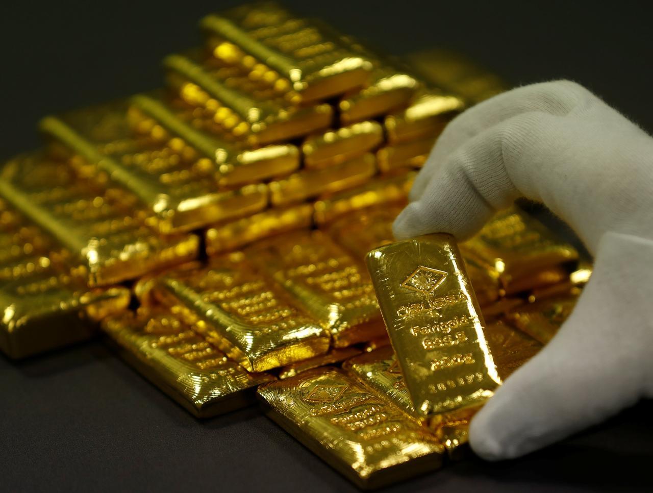 Gold Hits Historic High At Rs99 700 Per