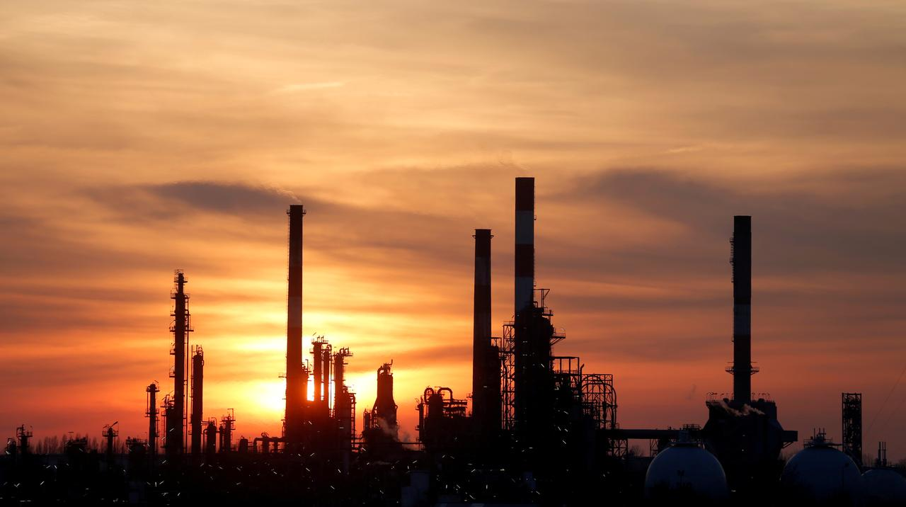 predicted plunge in us shale output provides some support photo reuters
