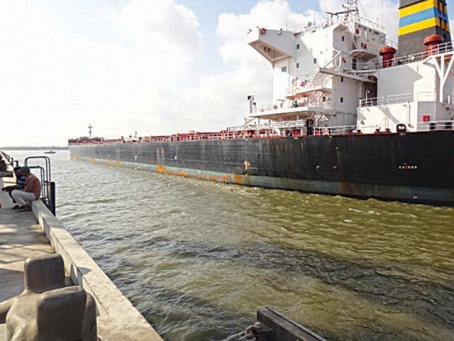 biggest ever ship docks at karachi port