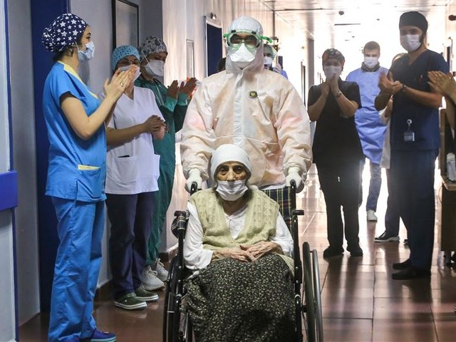 after receiving treatment for coronavirus 107 year old havahan karadeniz was discharged with applauds from the hospital photo anadolu