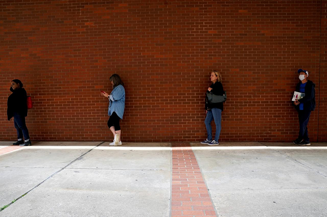 people who lost their jobs wait in line to file for unemployment benefits following an outbreak of the coronavirus disease covid 19 at arkansas workforce center in fort smith arkansas us april 6 2020 photo reuters
