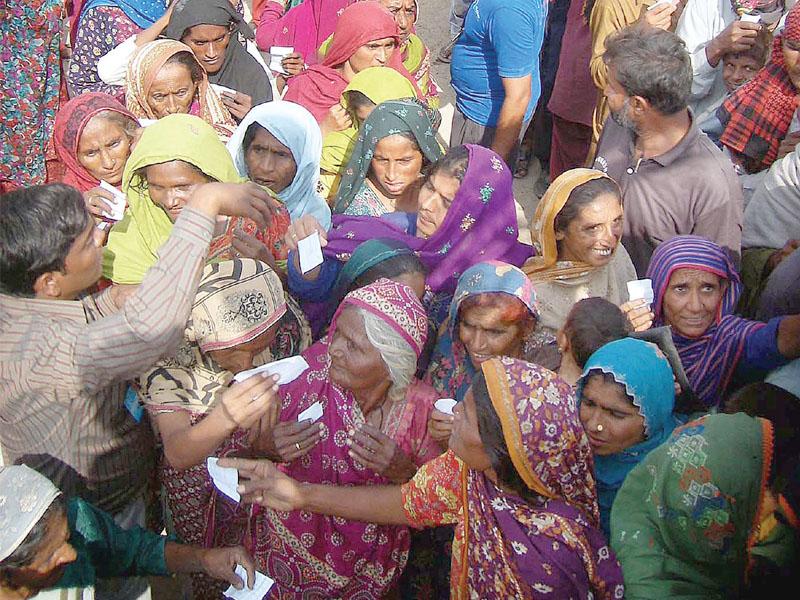 police beat up welfare volunteer during ration distribution drive in karachi