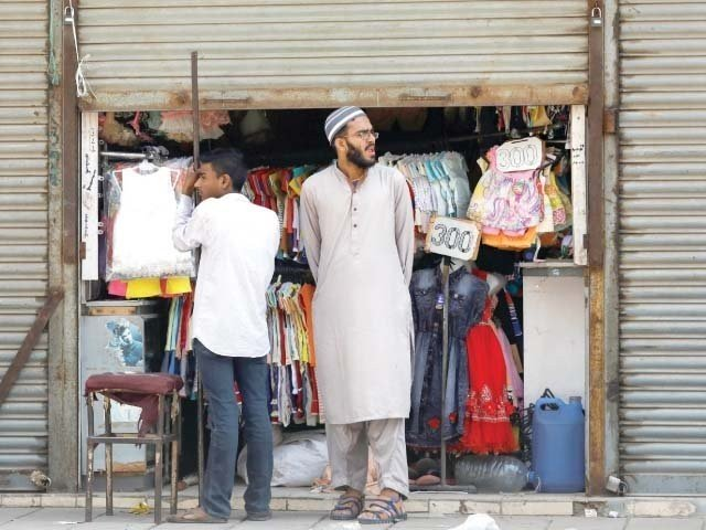 shutters down businesses to run only online in sindh