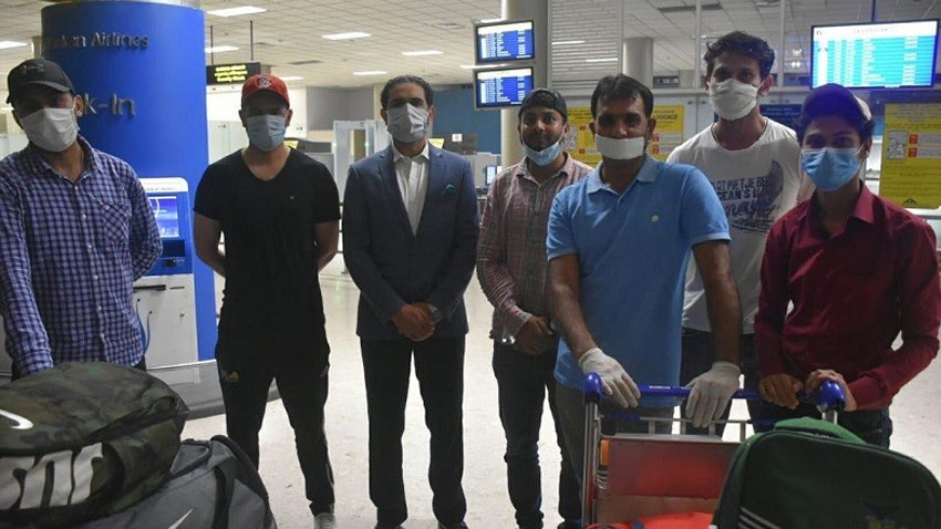 50 stranded pakistanis repatriated from sri lanka photo radio pakistan