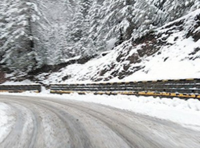 snow draws tourists to hills