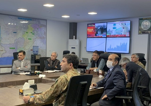 pakistan 039 s planing minister asad umar along with health officials address a briefing following the spread of the coronavirus disease covid 19 at the national command and control centre in islamabad pakistan april 29 2020 reuters gibran peshimam
