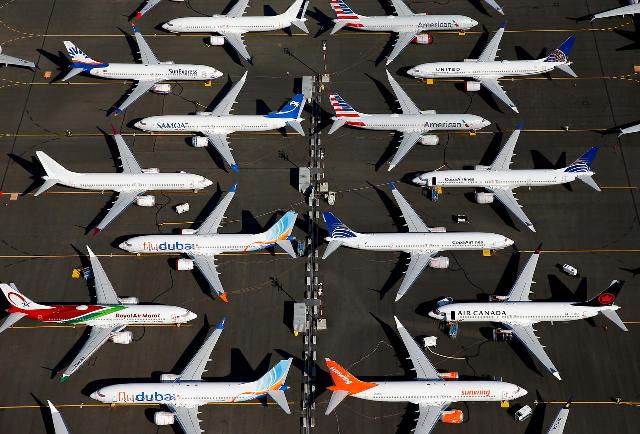 selloff us airline shares tumble