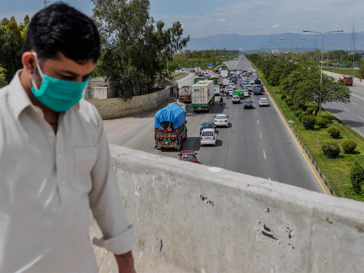 The number of cases has continued to soar in Pakistan despite the country being under lockdown for the sixth consecutive week. PHOTO: AFP/FILE