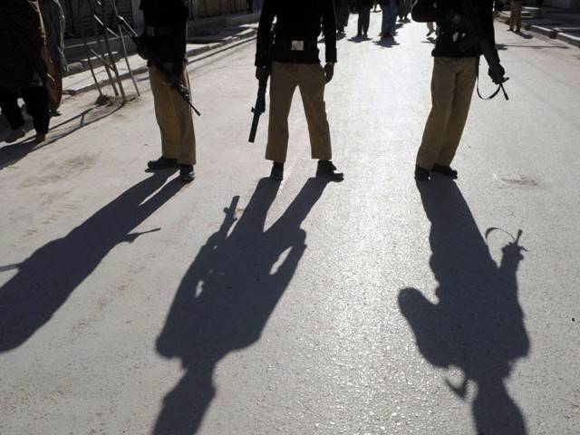 mob attacks cops outside nawabshah mosque