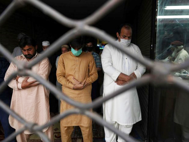 muslim devotees offer friday prayers at a mosque during a government imposed nationwide lockdown as a preventive measure against covid 19 in lahore on april 17 2020 photo afp