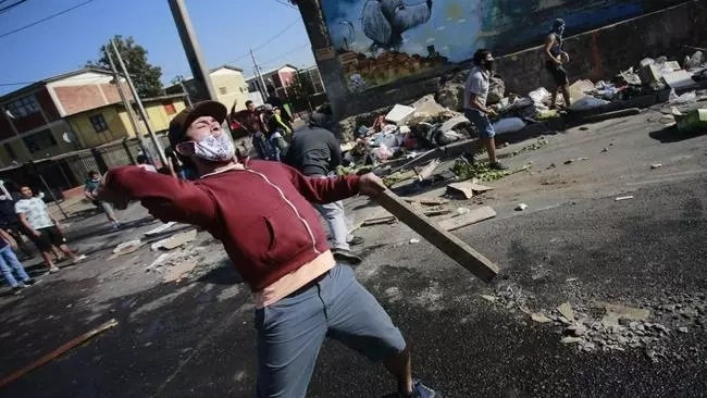 wild protests have broken out in one of santiago s poorest neighbourhoods over food shortage during covid 19 lockdown on may 18 2020 photo