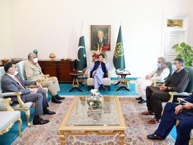 PM Imran Khan and COAS Gen Qamar Javed Bajwa hold a meeting in Islamabad. PHOTO: PID