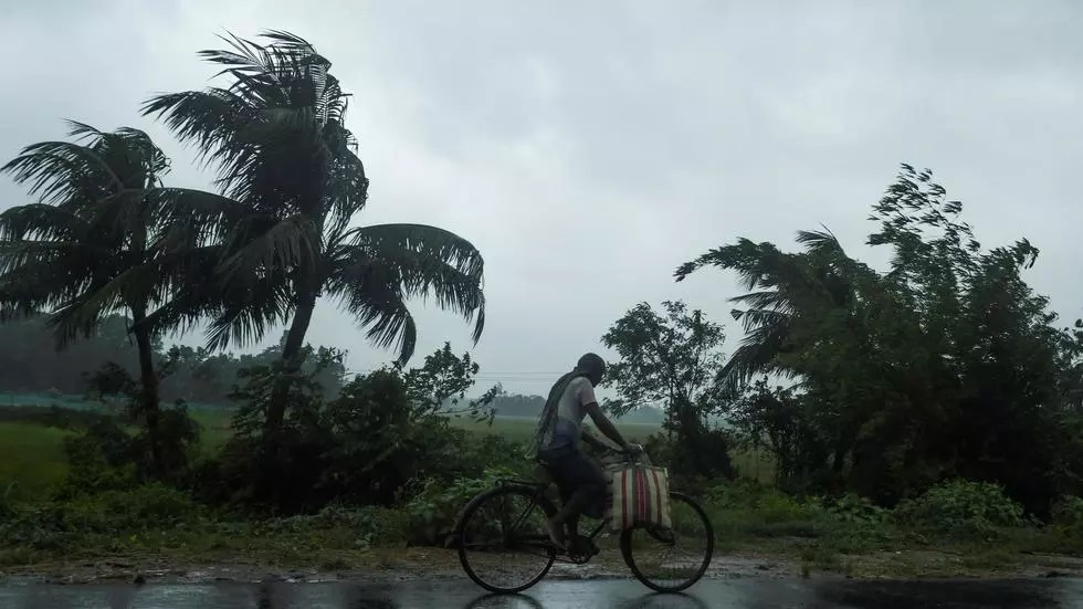 super cyclone bears down on bangladesh india