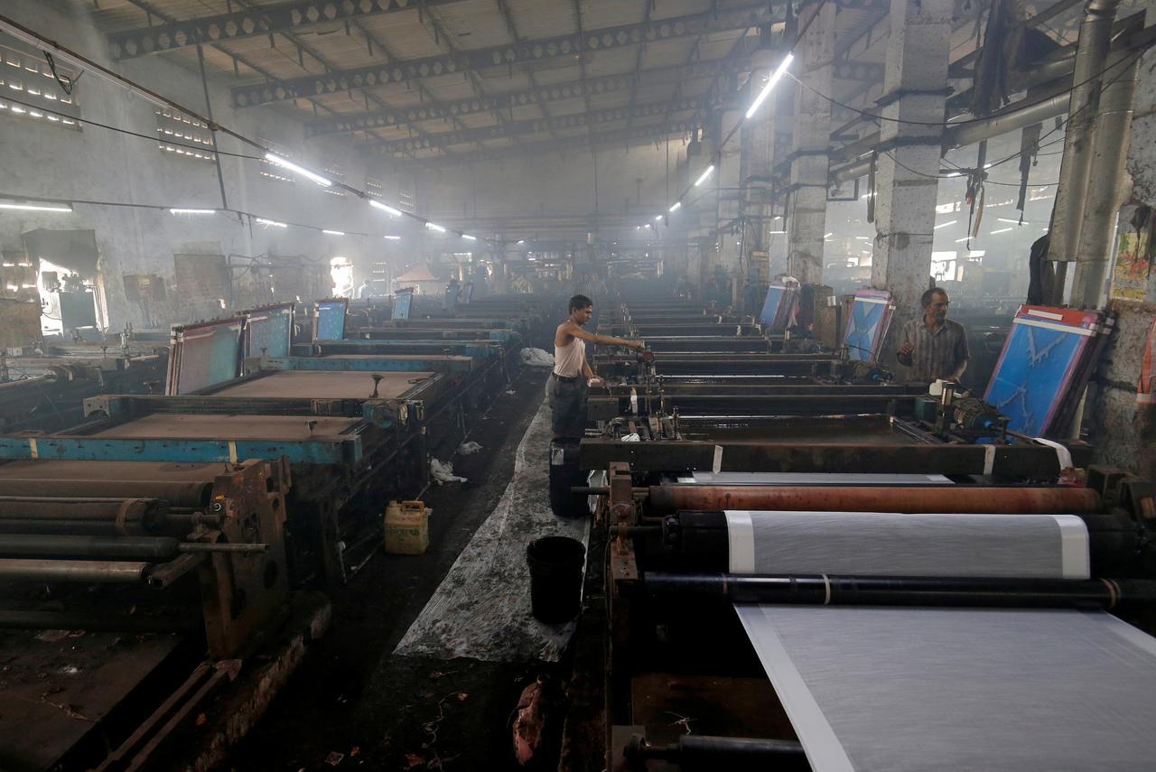 pakistan s textile exports plummet 65 in april