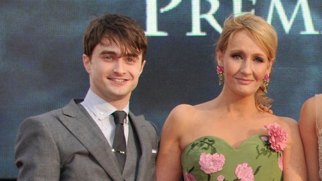 daniel radcliffe apologises for j k rowling s anti trans comments