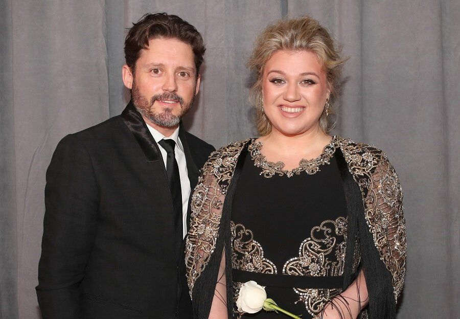 kelly clarkson files for divorce after seven years of marriage