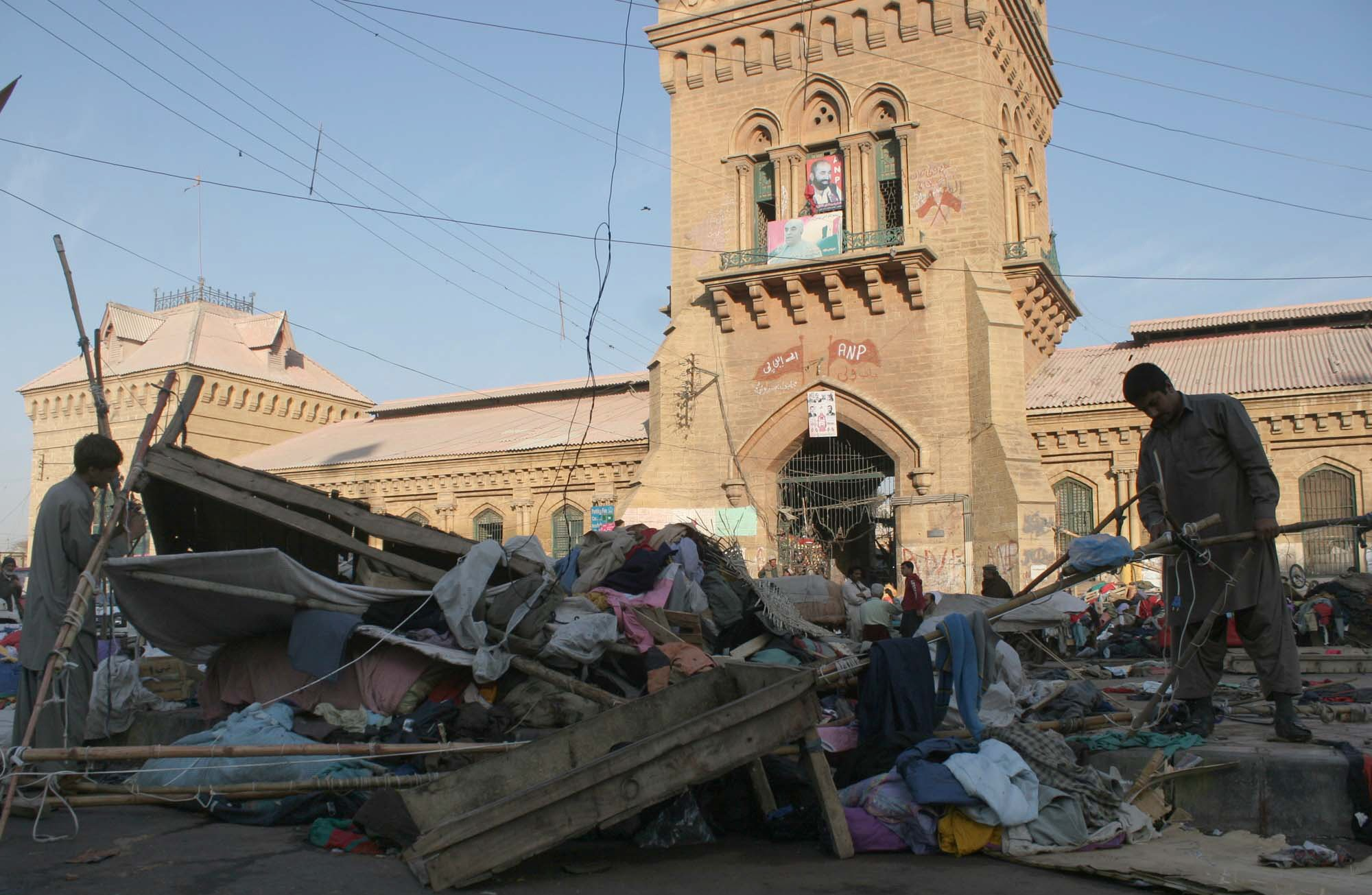 a view of the area outside empress market in karachi during kmc 039 s anti encroachment exercise on january 28 2014 photo ppi