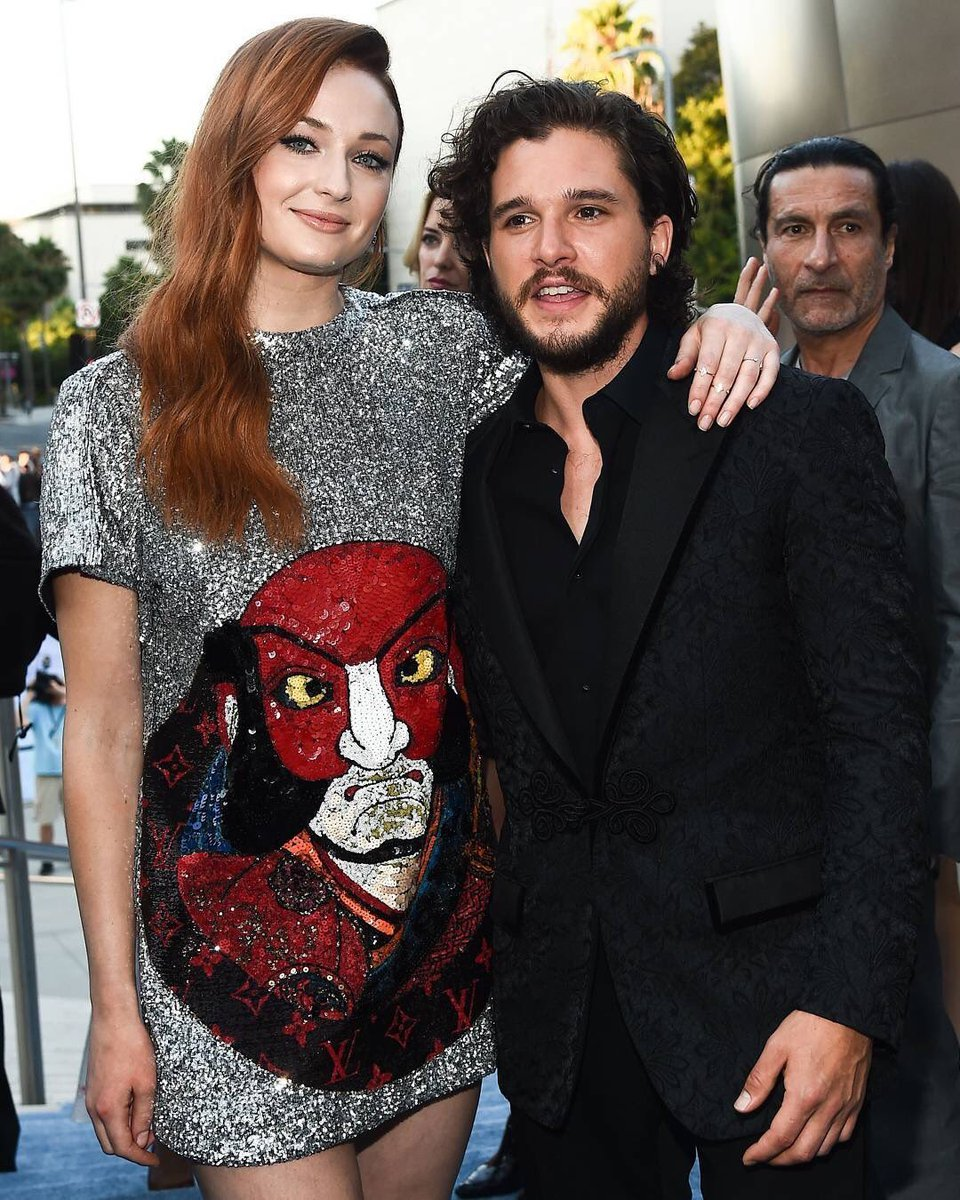 sophie turner agreed kit harington deserved more pay than her in got