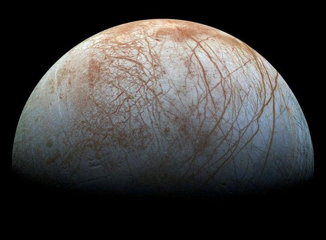 scientists believe jupiter s moon europa could be habitable