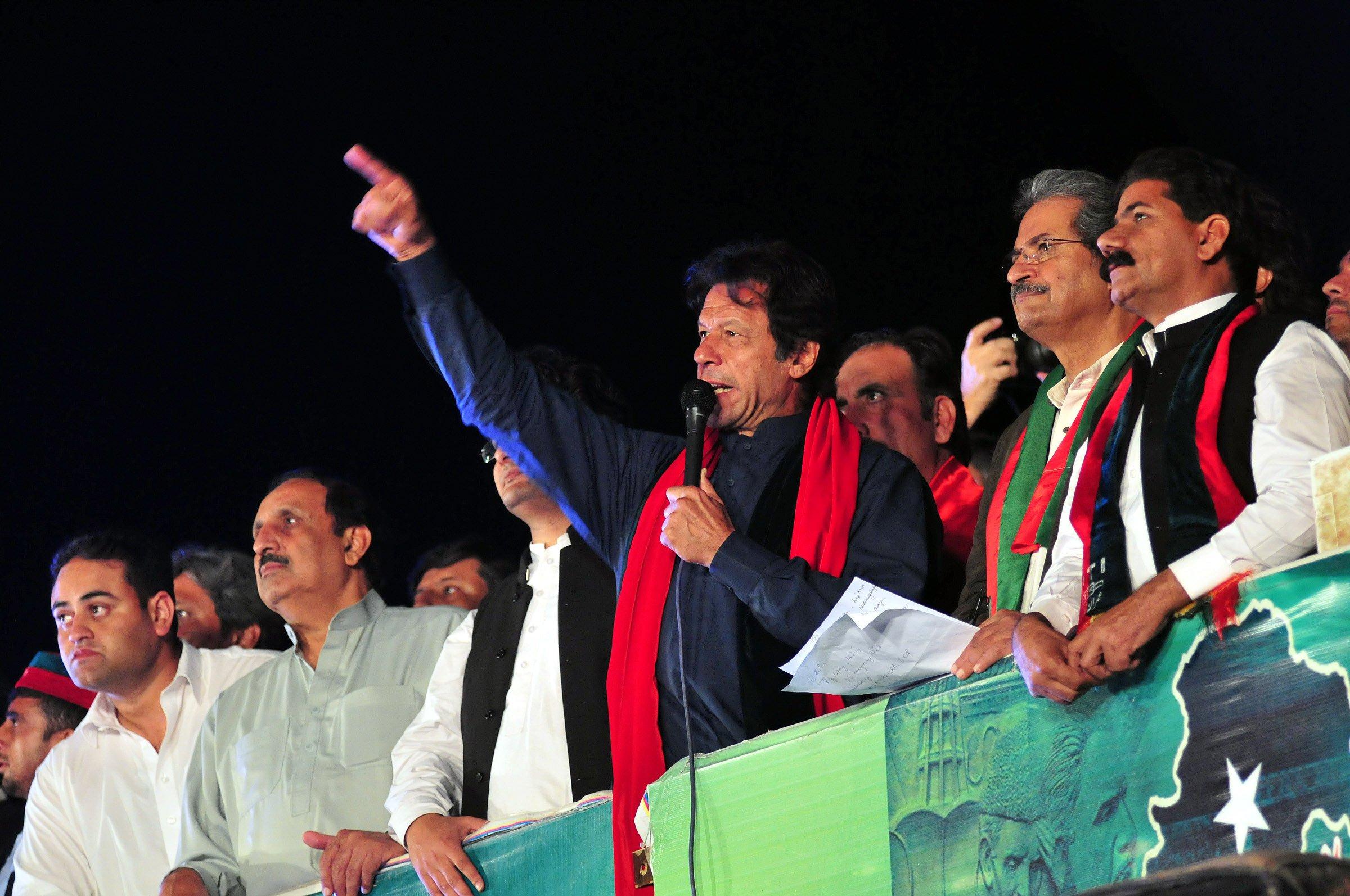 PTI Chairman Imran Khan addressing 'Azadi' March on Monday, October 20, 2014. PHOTO: EXPRESS/FILE