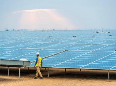 abu dhabi to build world s largest solar power plant
