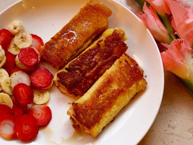 Starting off with the most basic recipe ever to kick start the sweet tooth high – French toast roll-ups! PHOTO: ARHAMA SIDDIQA.