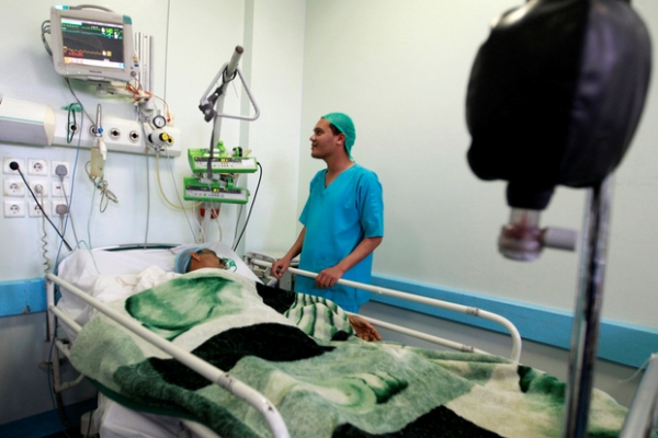 A doctor checks up on a patient at al-Thawrah hospital in Sanaa. PHOTO: AFP