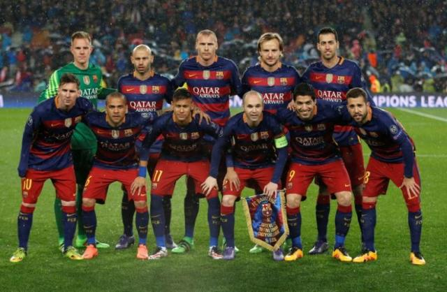 Football Soccer - FC Barcelona v Arsenal - UEFA Champions League Round of 16 Second Leg - The Nou Camp, Barcelona, Spain - 16/3/16Barcelona team group before the match. PHOTO: REUTERS