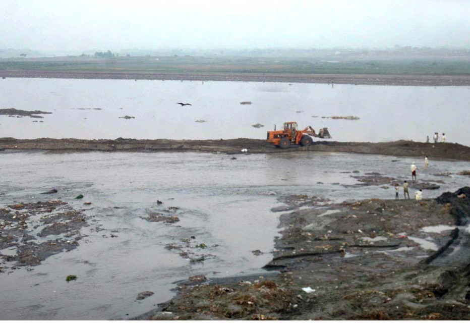 1 200 to 1 400 units not 12 000 are dumping waste into the river and these had been issued notices by the environment protection department says secretary of the commission