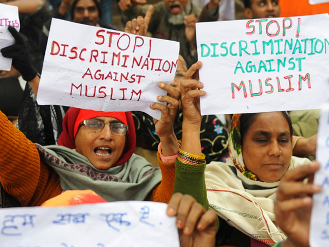 Muslim women from Indian state of Gujarat shout anti-government slogans during a protest in New Delhi on December 28, 2010 against the discrimination, exclusion and persecution of Muslims. PHOTO: AFP